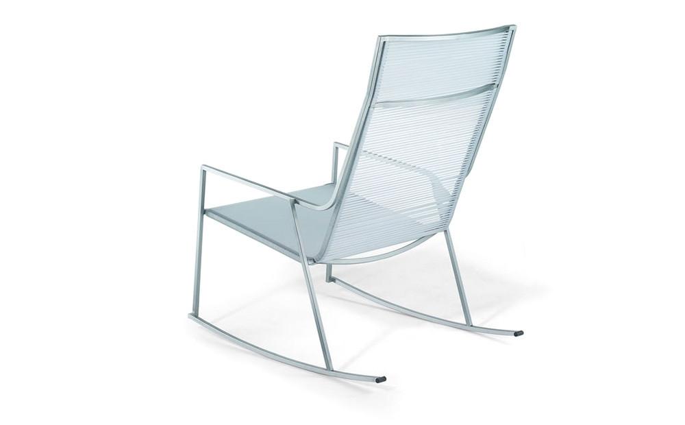 Schaukelstuhl Rahmen Edelstahl satiniert Sitz und Rückenlehne aus nylonverstärktem PVC-Stab