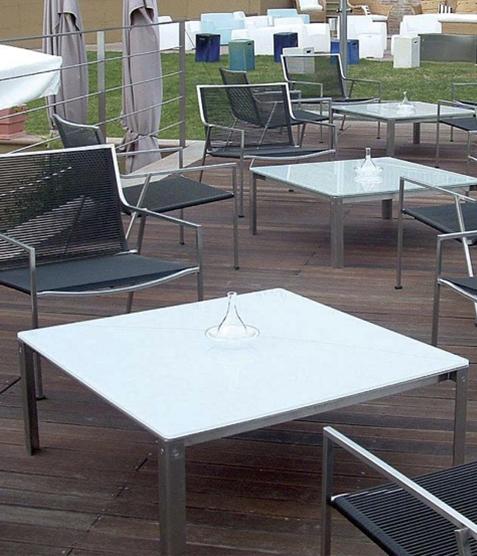 Coro Shot Outdoor Beistelltisch quadratisch 1500 x 1500 x 350 mm Rahmen Edelstahl satiniert